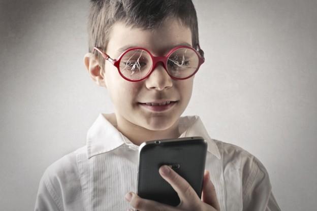 Вредит ли использование мобильного телефона глазам